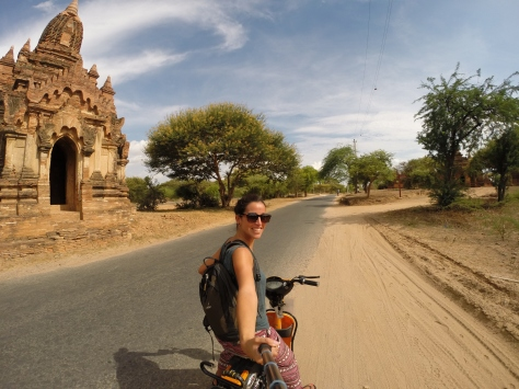 """Motorizada"" en Bagan"