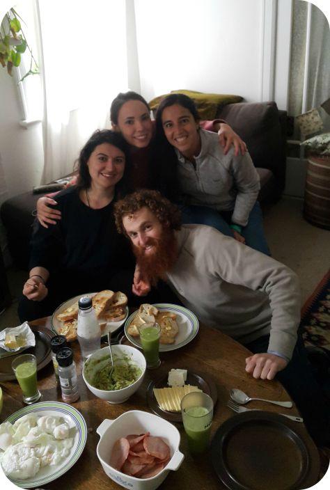 Desayuno con Esra, Ana y Sylvain :)
